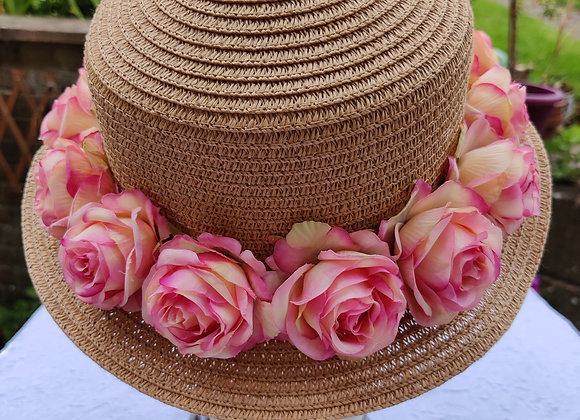 Straw hat with pink roses