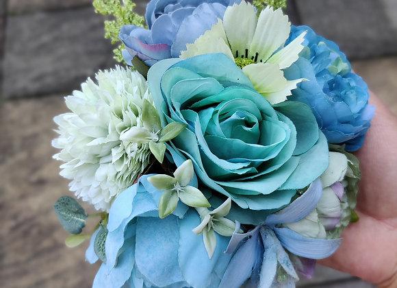 Blue round hair flower