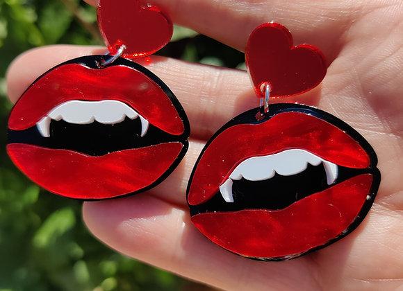 Vampire lips earrings