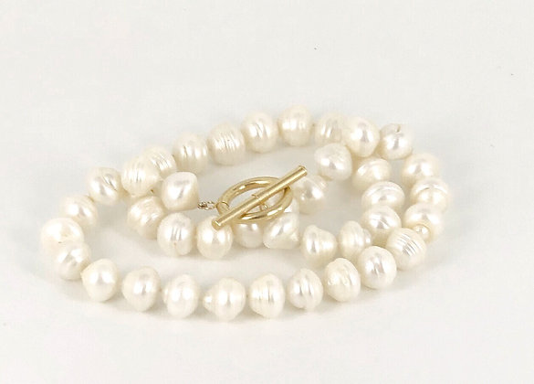 White pearl necklace with a 14ct gold T Bar clasp