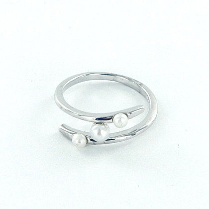 Dainty silver pearl ring