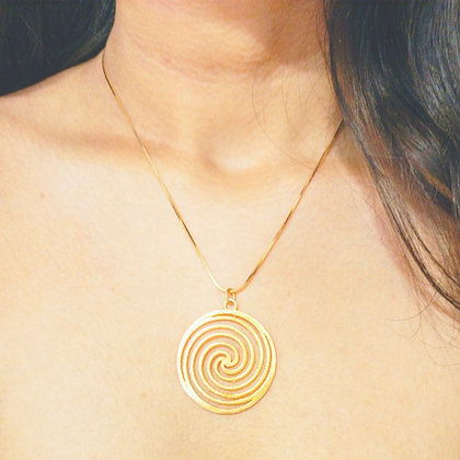 Swirl gold pendant with chain