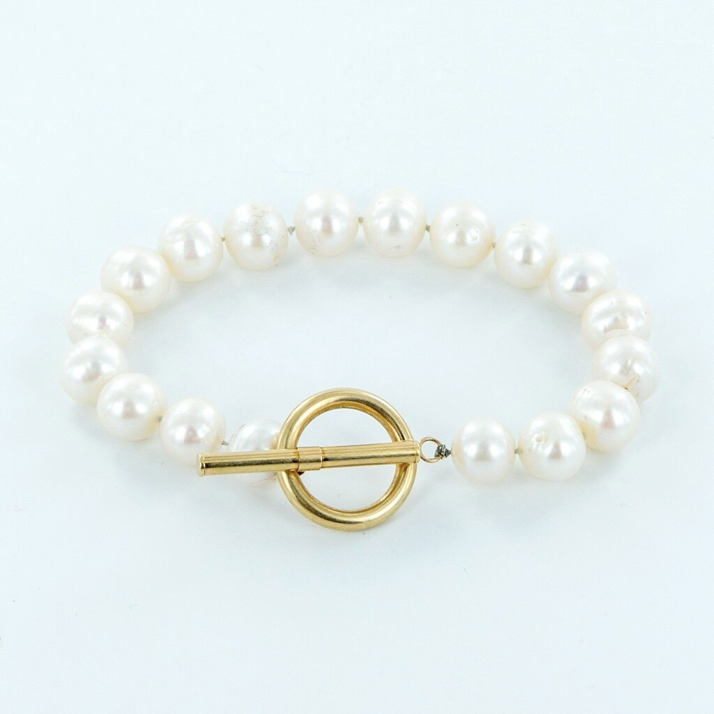Pearl Bracelet with a gold TBar clasp