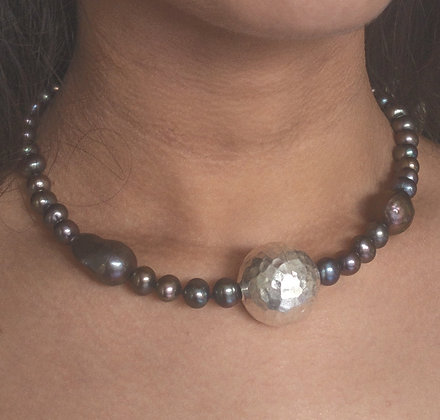 A black/dark grey cultured pearl necklace with an impressive sterling sil