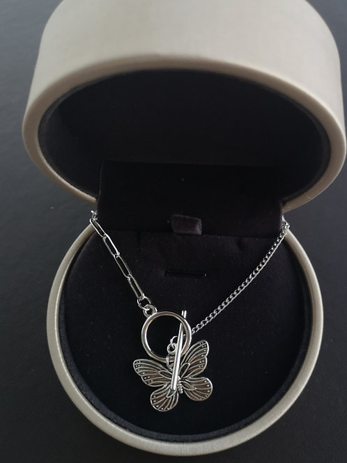 Fashion Butterfly Design Pendant Necklace