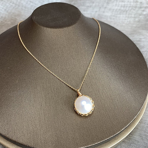 Handmade freshwater pearl necklace