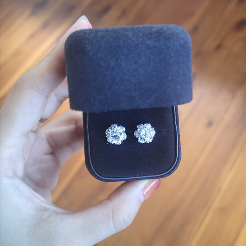 Stud Earrings with high quality Cubic Zirconia in Sterling Silver