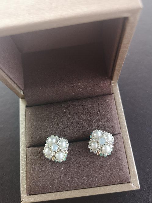 Elegant cultured pearl Flower Design Lady Earrings