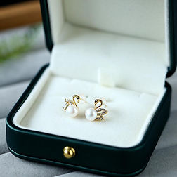 freshwater pearl small swan earrings