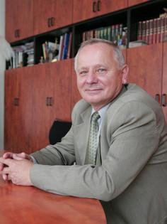 Dr. Jonas Bukantis