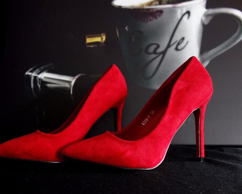high-heels-2086307_1920_edited_edited.jp