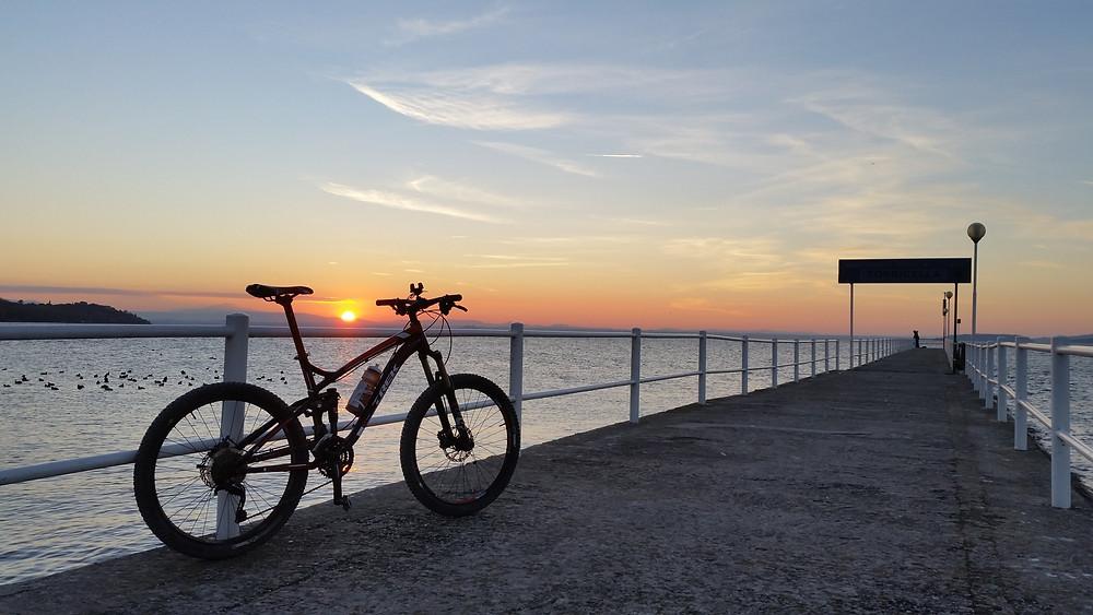 Tramonto sul Trasimeno in bicicletta