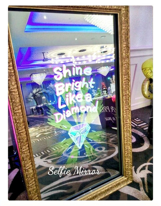 Selfie Mirror Photobooth