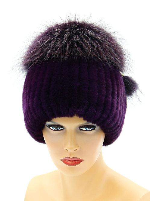 женская шапка на вязаной основе и нашитого меха