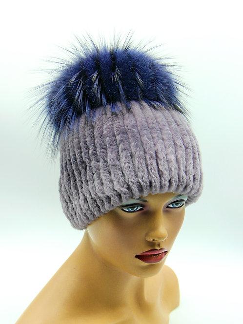 женская шапка из меха на вязаной основе
