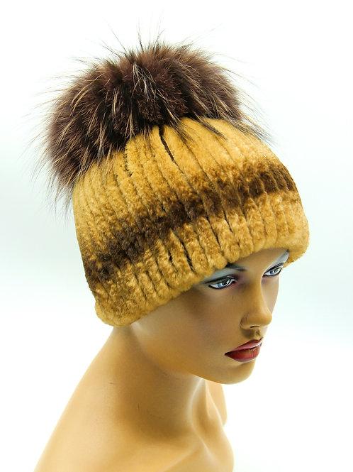 женская шапка из натурального меха на вязаной основе