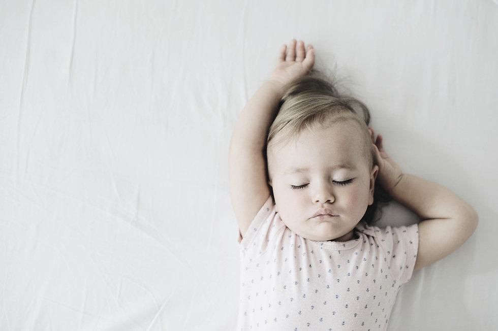 Sleep Calm Baby - Schlafberatung Tina Bernert - Berlin - Unterstützung bei herausforderndem Schlafverhalten und Schlafproblemen - Kind schläft nicht ein oder weint im Schlaf