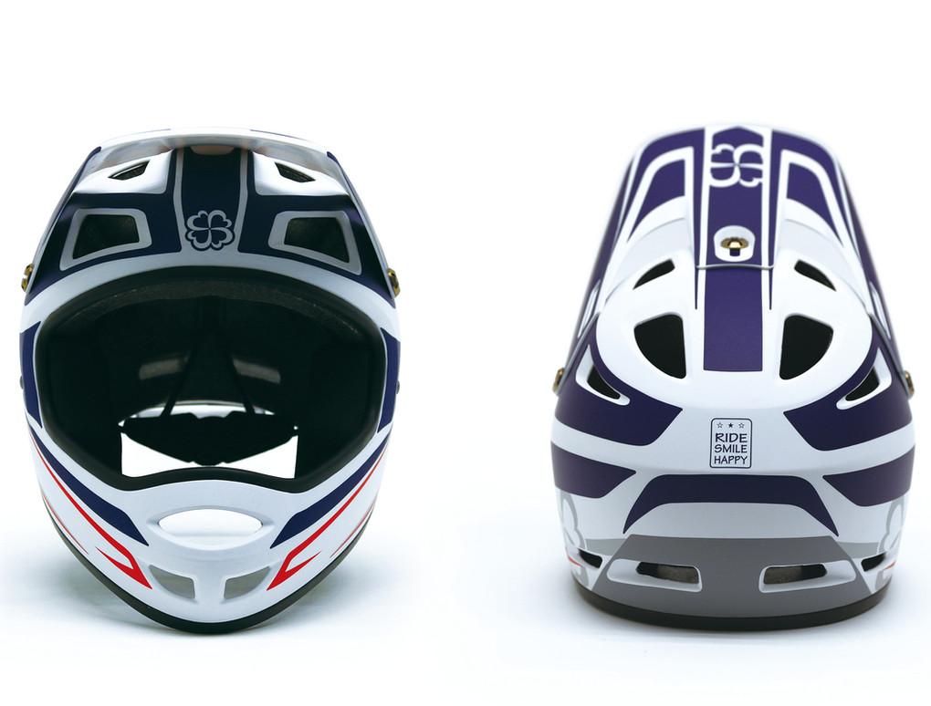hole shot helmet 1.jpg