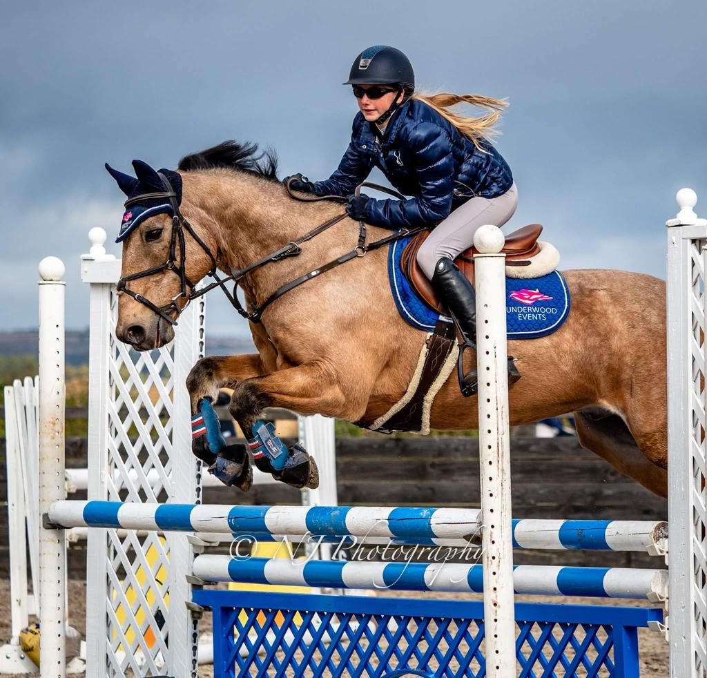 CLEAR ROUND SHOWJUMPING