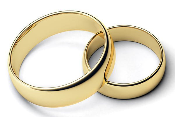 Florida marriage age requirements image with two gold rings
