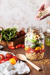 沙拉在一個罐子裡