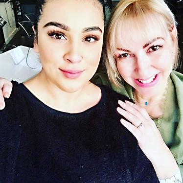 Taken with my makeup artist. _#makeupart