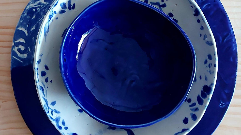 Set of platter and bowls