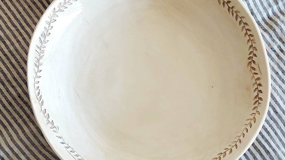 Medium bowl with leaves pattern