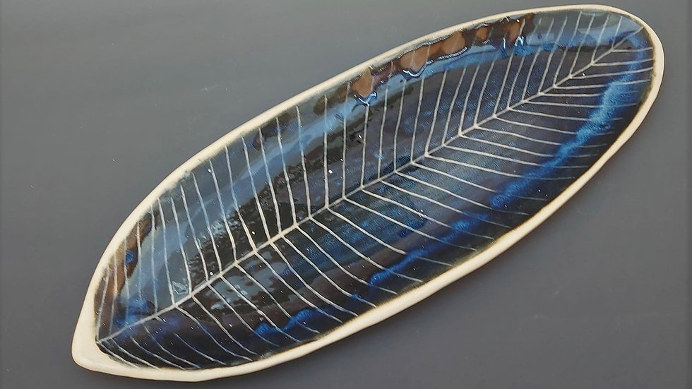 Leaf platter dark blue