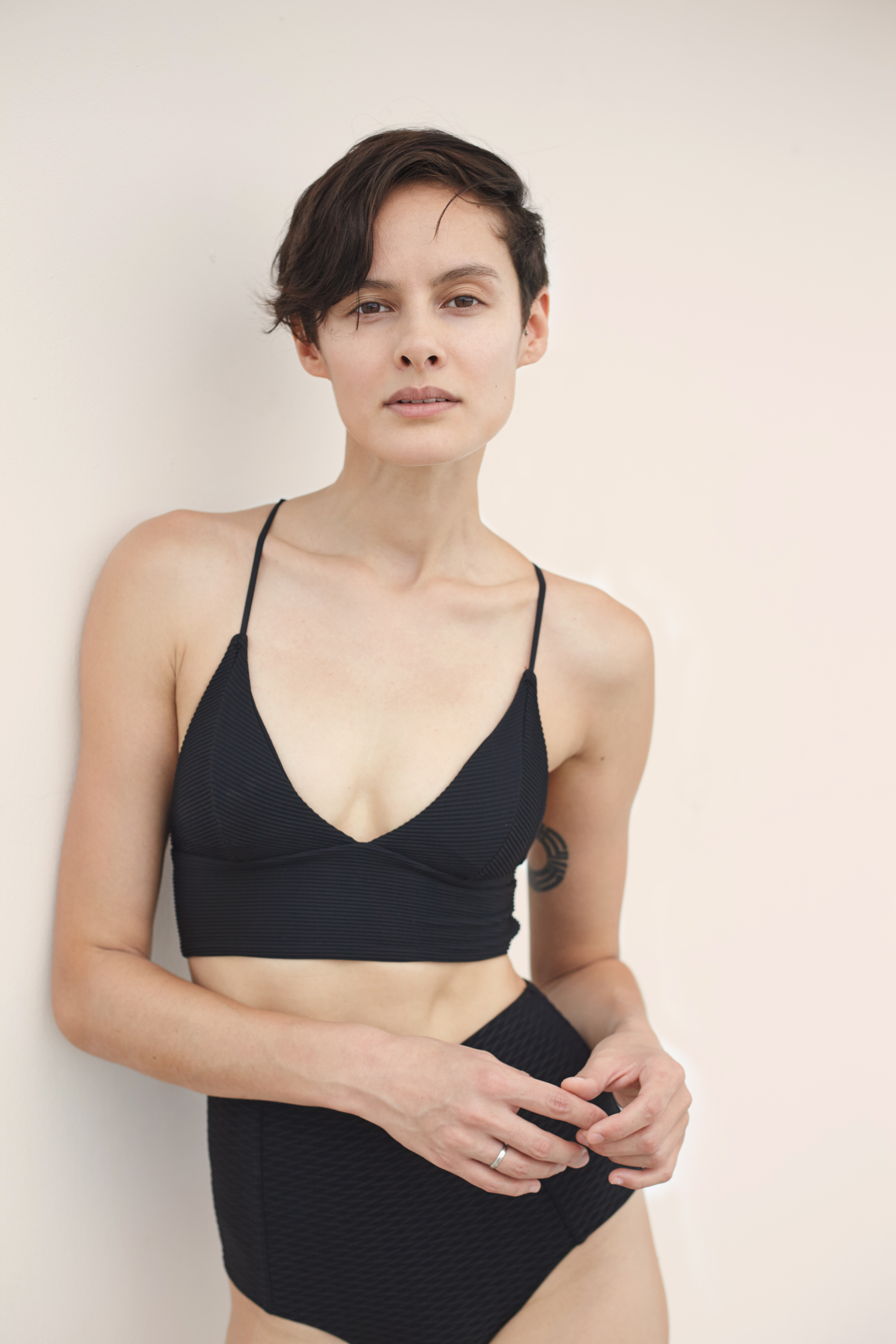 Modèle à poil court en sous-vêtements