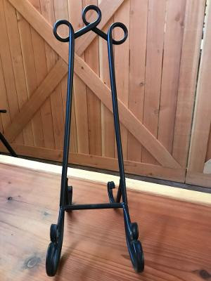2 small easels