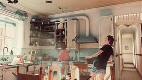 2Marco&PoloGoRound_kitchenFlyingObjets.j