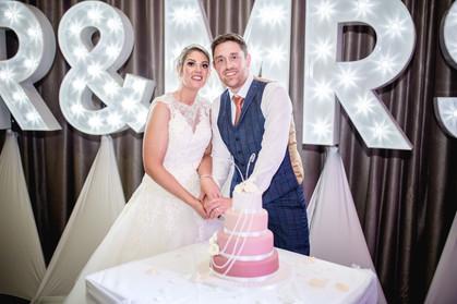 red hall hotel wedding cake cutting
