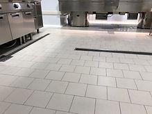 avp sas - pulizia pavimento cucina