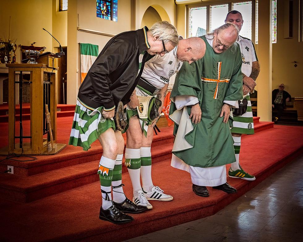 COLOUR - Knobbly Knees by Rosemary Hughes (9 marks)