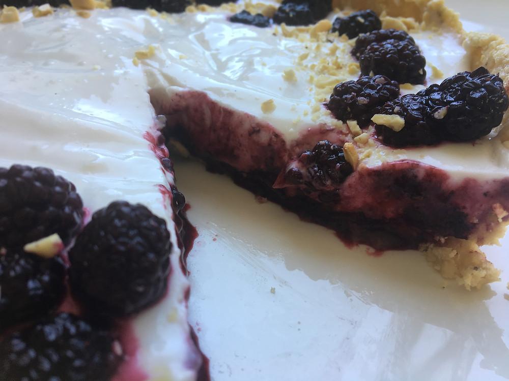 Black berry and yoghurt cheesecake