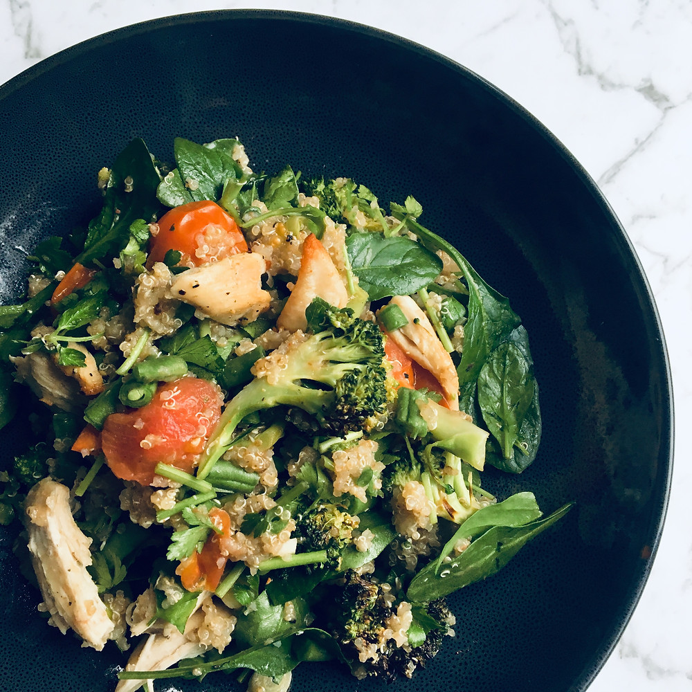 Salad with quinoa, chicken and greens.