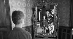 u ogledalu