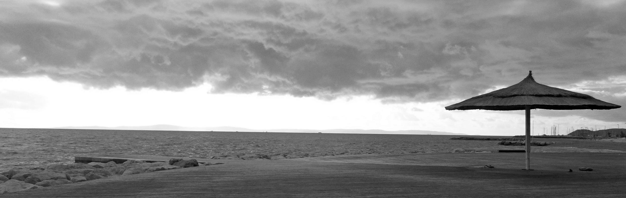 oblačan dan na plazi žnjan
