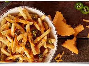 frites maiso et cheddar fondu et jalapenos