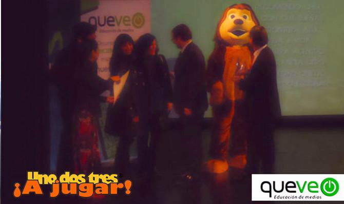 Uno dos tres a jugar recibe el premio Queveo 2012