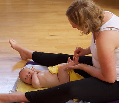 Postnatal yoga in brussels, postnatal yoga, postpartum yoga, yoga for mommies, mommy and me yoga