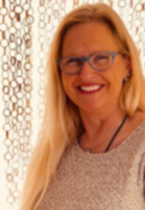 Evelyne Portrait.jpg