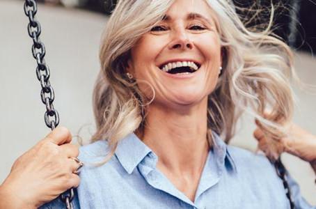 Graue Haare - Fakt oder Mythos? Unser Lifestyle-Leitfaden für ganzheitliches Wohlbefinden!