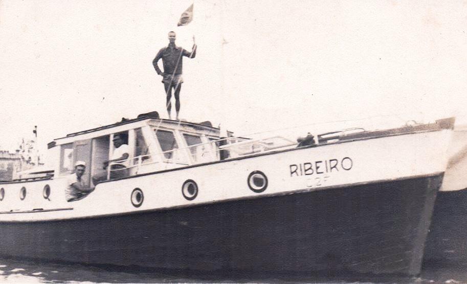 Barco rebocador Ribeiro