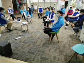 創始人親自抵達紅磡校區的每週師訓和說課比賽。