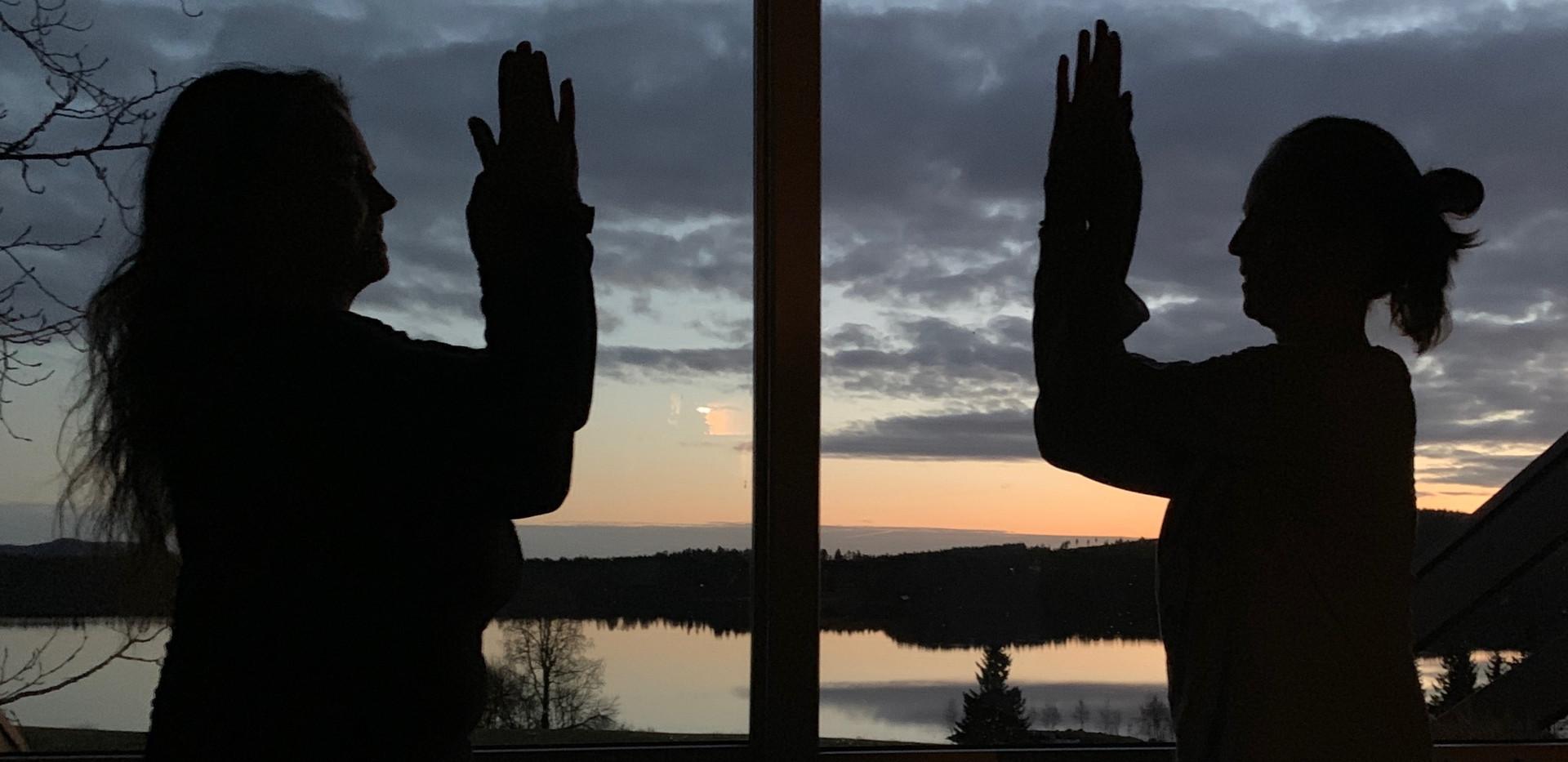 Yoga i solnedgang
