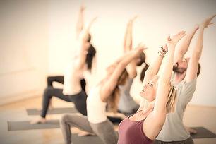 Dynamisk_yoga_m_Maja_Jonathan_edited_edi