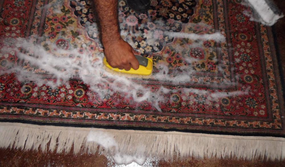Чи доречно прати килим самостійно?