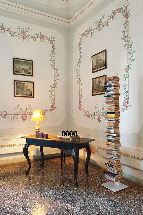 elegantní knihovna Sapiens